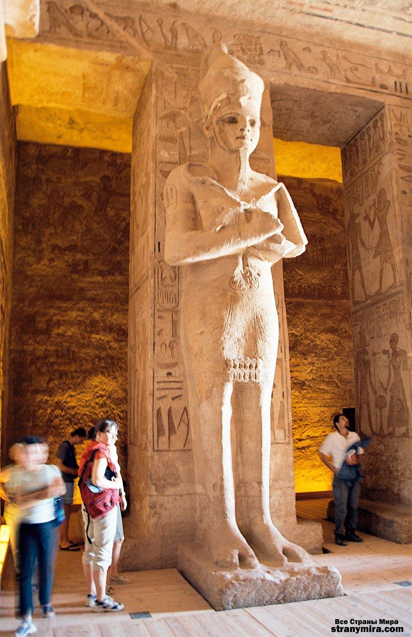http://stranymira.com/uploads/posts/2008-09/1221024004_2abu_simbel_ramesses_temple_corridor_sta.jpg
